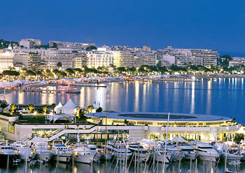 Cannes harbour by night : an idea to walk around from our bed and breakfast