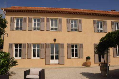 Front face of the guesthouse bastide au soleil